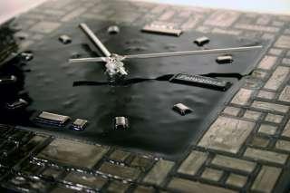 BNIB Brand New In Box Fused PLATINUM Labyrinth ART GLASS Wall Clock