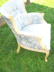 HOLLYWOOD REGENCY FRENCH PROVINCIAL CHAIR SUPERB SHAPE. CHIC SHABBY