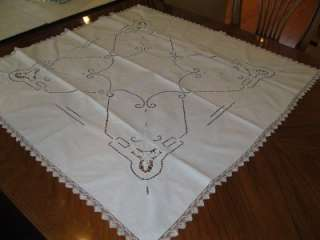 VINTAGE LACE TRIM & INSERT EMBROIDERED TABLE RUNNER