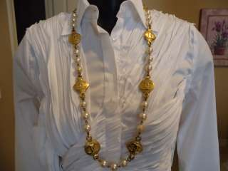 * VINTAGE Chanel GOLD faux PEARL 8 CC MEDALLION NECKLACE *STAMPED
