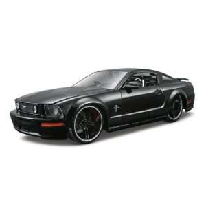 Maisto Die Cast 124 Gloss Black AS 2006 Ford Mustang  Toys & Games