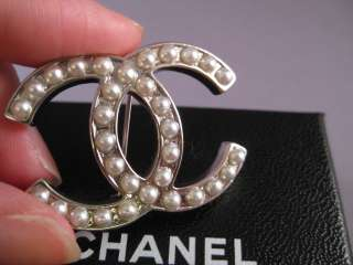 Auth CHANEL Classic Large CC Logo Pearl Pin Brooch